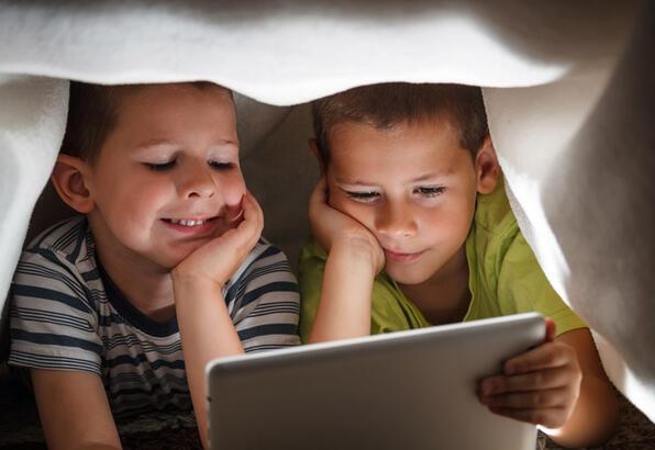tabletin çocuklara etkisi, akıllı telefonun çocuklara etkisi, çocuk gelişimi ve teknoloji